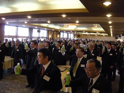 201114_018 商工会、JA碓氷安中の共催です。代表して安中市岡田義弘市長があいさつ、..